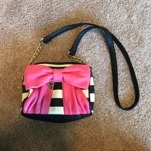 Striped bow Betsey Johnson crossbody